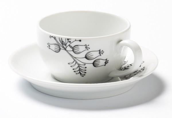 Tasse und Untertasse weiß mit schwarzem Blumendekor