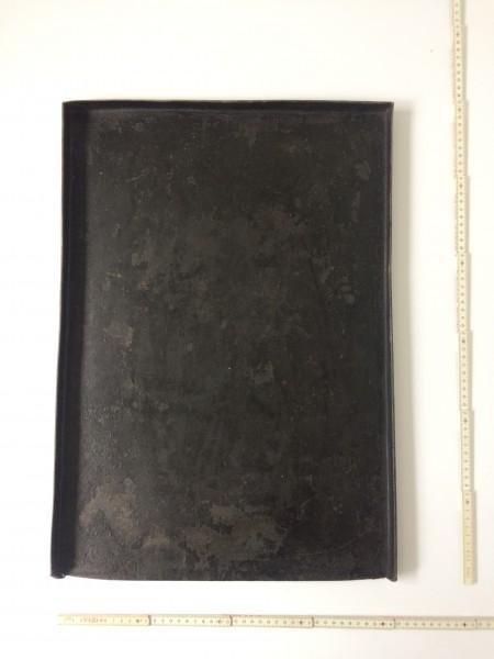 L 63 cm x B 45 cm Untergrund, Backblech Metall schwarz fleckig