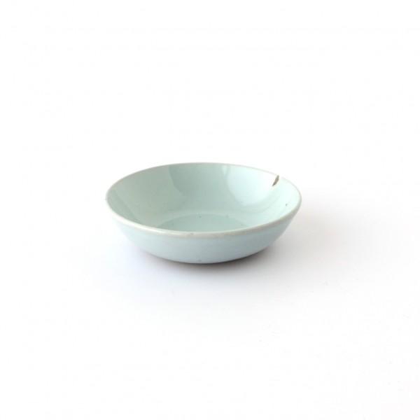 kleine Schale Dipschale ø 9 cm hellblau glänzend, dunkelblaue Minispränkel, Absplitterung am Rand,