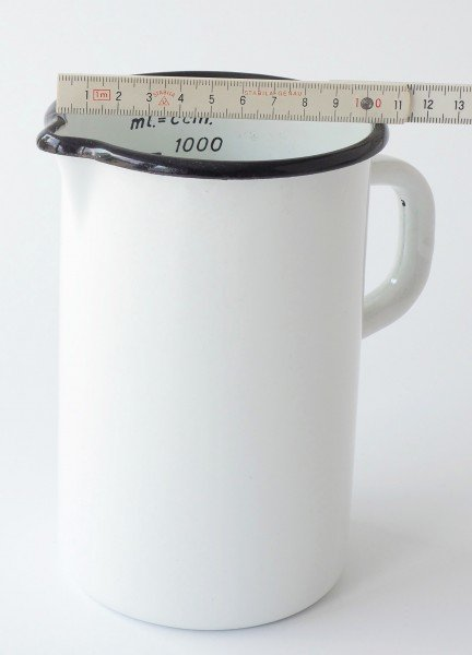 1L Messbecher mit Ausguß weiße Emaille, schwarzer Rand