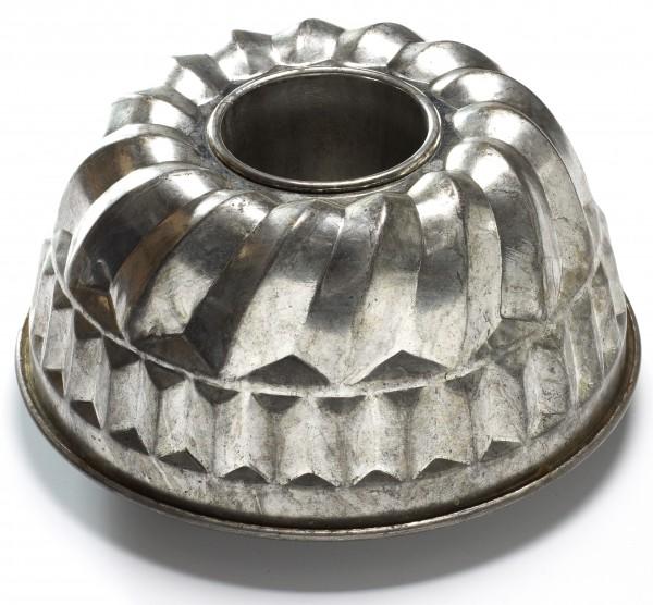 Gugelhupf Backform Metall silber used vintage
