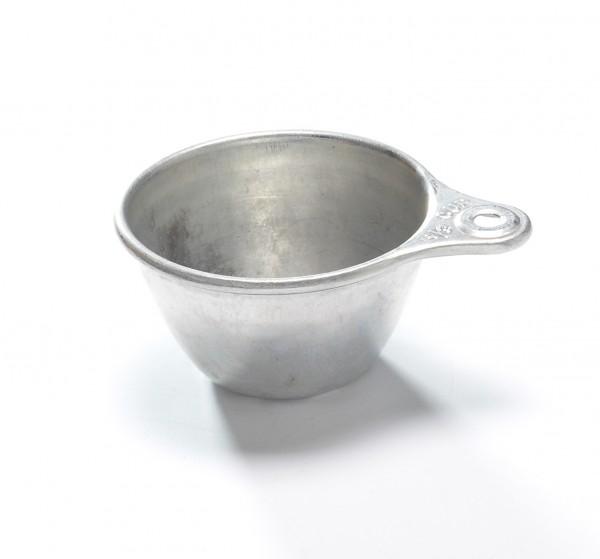 Messbecher Weißblech silber, mit Beulen, vintage, 1/3 Cup, H 3 cm ø 7 cm