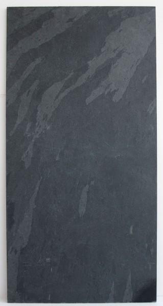 Untergrund, große Fliese L 80 cm x B 40 cm schwarz matt