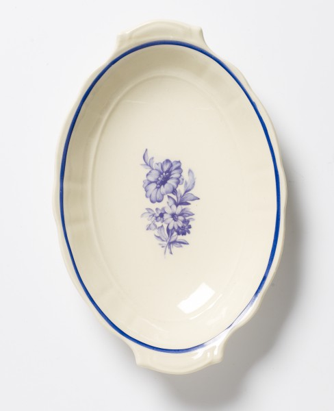 kleine Schale beige oval mit blauem Blumenstrauß L 22 x B 13,5 cm