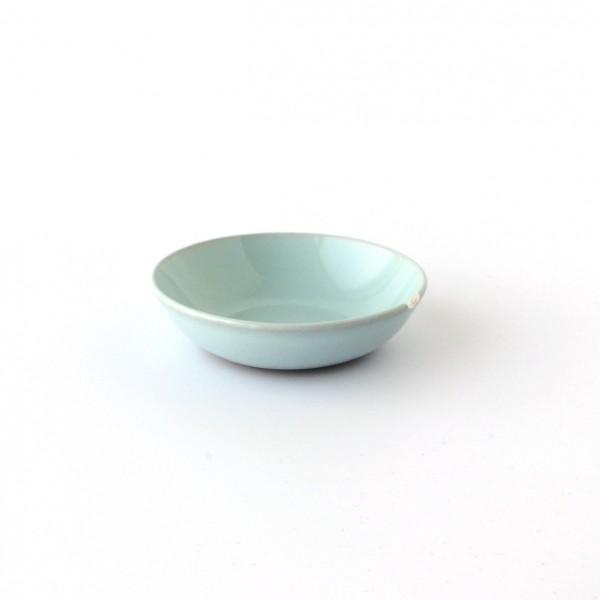 kleine Schale Dipschale ø 9 cm hellblau glänzend, ungespränkelt, Absplitterung am Rand, Stück rausg
