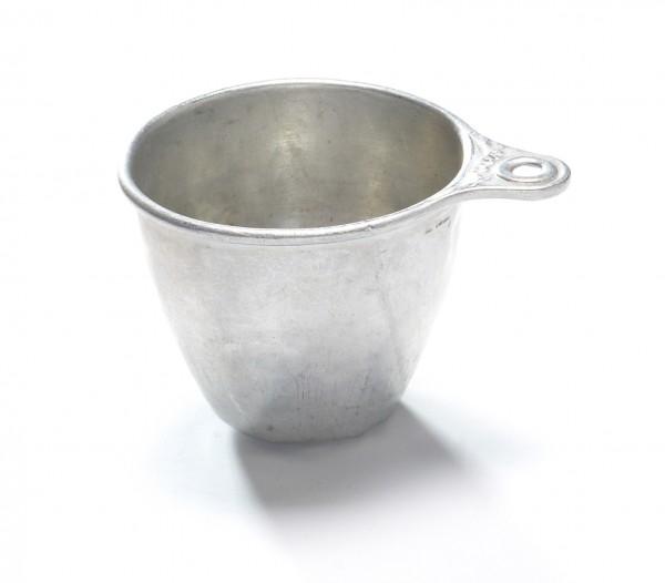 Messbecher Weißblech silber, mit Beulen, vintage, 1 Cup, H 7 cm ø 8 cm