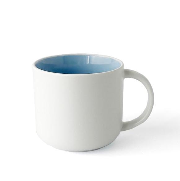 Becher, Porzellan, Innen hellblau, Außen weiß, matt